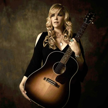 Hilary Scott PERFORMS at her finest on 'Freight Train Love'
